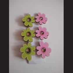 Dřevěný kolíček s kytičkou -balení 6ks