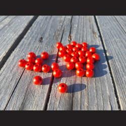 Dřevěné korálky jasně červené 0,8mm-50g vhodné na korálkování, výrobu lapače snů, pedig. Vhodné po děti i dospělé