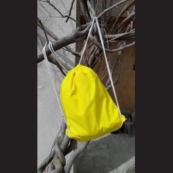 Bavlněný vak na záda žlutý - yellow se šňůrami. Vhodný k dalšímu dotvoření, např. barvami na textil, vyšíváním aj.