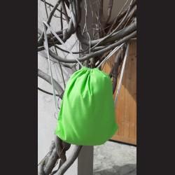 Bavlněný vak na záda sv.zelený - light green se šňůrami. Vhodný k dalšímu dotvoření, např. barvami na textil, vyšíváním aj.