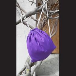 Bavlněný vak na záda fialový - lilac se šňůrami. Vhodný k dalšímu dotvoření, např. barvami na textil, vyšíváním aj.