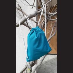 Bavlněný vak na záda petrolejový-petrol se šňůrami. Vhodný k dalšímu dotvoření, např. barvami na textil, vyšíváním aj.