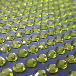 Zelené nalepovací krystaly k dekorativnímu dotvoření, např. čelenek, prstýnků, pozvánek aj. Lepicí, nalepovací.