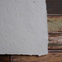 Ruční papír  kávový bílý A4