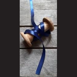 Atlasová stuha, indigo, 12 mm x 32 m, vhodné pro dekoraci, dárková balení, scrapbooking a další kreativní tvoření.