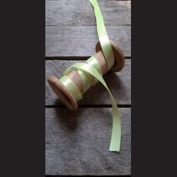 Atlasová stuha, zelenožlutá, 12 mm x 32 m, vhodné pro dekoraci, dárková balení, scrapbooking a další kreativní tvoření.