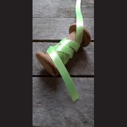 Atlasová stuha, neonově zelená, 12 mm x 32 m, vhodné pro dekoraci, dárková balení, scrapbooking a další kreativní tvoření.