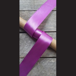 Atlasová stuha, růžovofialová, 38mm, mašle, vhodné pro dekoraci, dárková balení, scrapbooking a další kreativní tvoření.