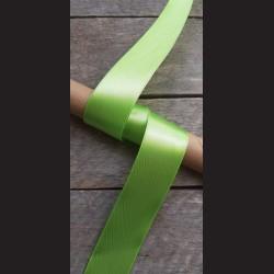 Atlasová stuha, jablkově zelená, 38mm, mašle, vhodné pro dekoraci, dárková balení, scrapbooking a další kreativní tvoření.