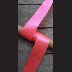 Atlasová stuha, neon. růžová, 38mm, mašle, vhodné pro dekoraci, dárková balení, scrapbooking a další kreativní tvoření.