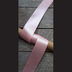 Atlasová stuha, růžová, 38mm, mašle, vhodné pro dekoraci, dárková balení, scrapbooking a další kreativní tvoření.