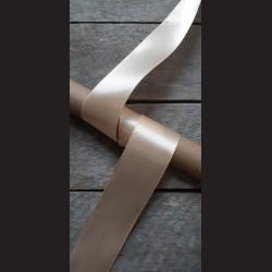 Atlasová stuha, tělová, 38mm, mašle, vhodné pro dekoraci, dárková balení, scrapbooking a další kreativní tvoření.