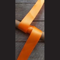 Atlasová stuha, oranžová, 38mm, mašle, vhodné pro dekoraci, dárková balení, scrapbooking a další kreativní tvoření.