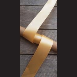 Atlasová stuha, bledě oranžová, 38mm, mašle, vhodné pro dekoraci, dárková balení, scrapbooking a další kreativní tvoření.