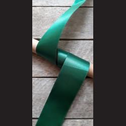 Atlasová stuha, tmavě zelená, 50mm, mašle, vhodné pro dekoraci, dárková balení, scrapbooking a další kreativní tvoření.