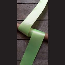 Atlasová stuha, neon. zelená, 50mm, mašle, vhodné pro dekoraci, dárková balení, scrapbooking a další kreativní tvoření.