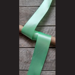 Atlasová stuha, zelená, 50mm, mašle, vhodné pro dekoraci, dárková balení, scrapbooking a další kreativní tvoření.