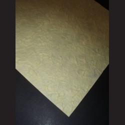 Ruční papír morušový s hrubou texturou, tmavě žlutý